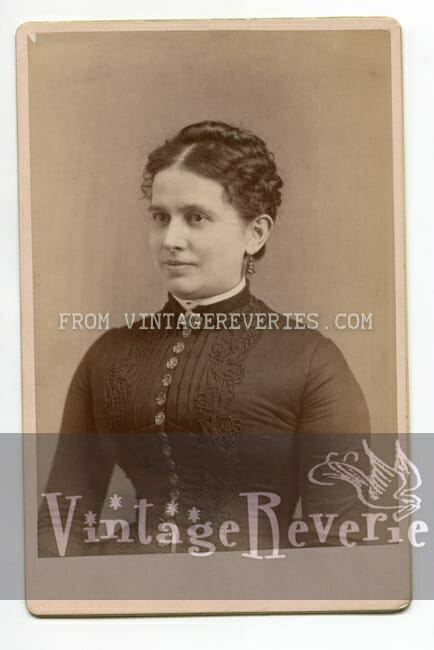 cabinet photo of 1880s woman