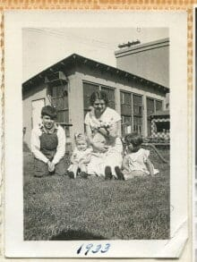 1930s mother and children