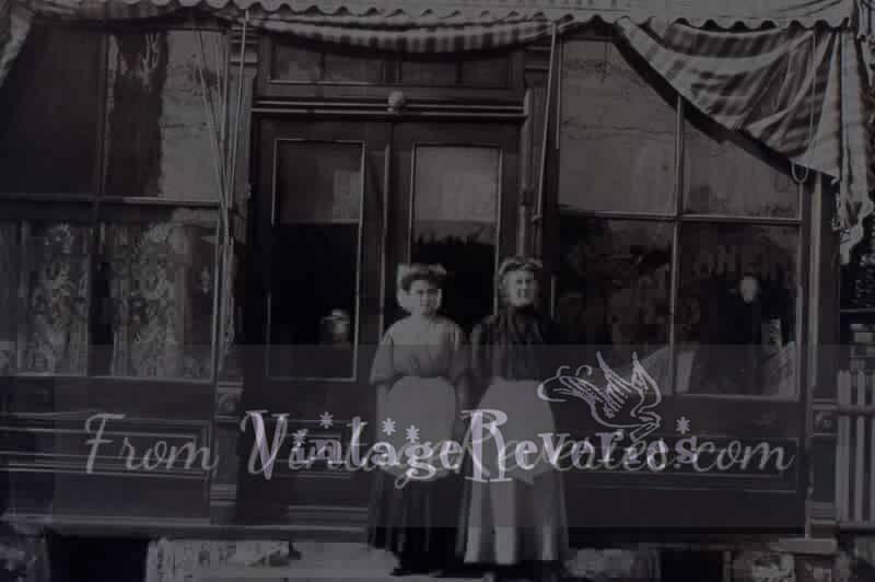 A bakery shop in 1917