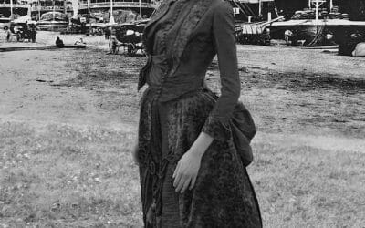 1880s going away dress outside